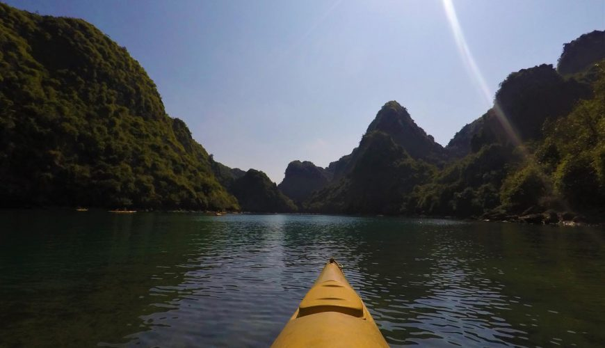 Kayak dans la Baie d'Ha long
